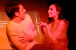 Συνδυασμός θεάτρου και βωβού κινηματογράφου: απλά απίθανη σκηνή.